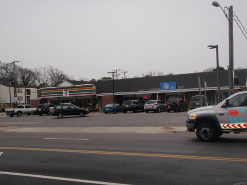 32nd Street Laundry Land Laundromat next to 7 Eleven in Virginia Beach